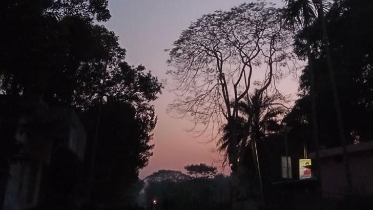 শীতের সন্ধ্যার চিত্র। ছবিটি রাজবাড়ী খানখানাপুর এলাকার। ছবিটি পাঠিয়েছেন মিথিলা প্রসূন জ্যোতি